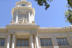 Picture of front of City Hall building in Sacramento